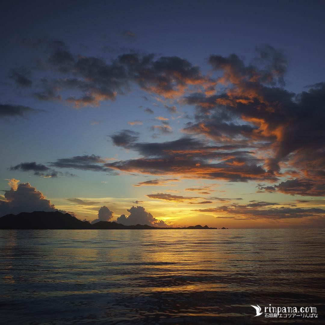 石垣島の石崎半島に沈む夕陽