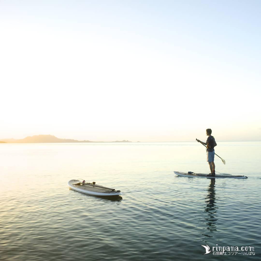 ただのんびりと海に沈む夕陽をSUPの上から見る