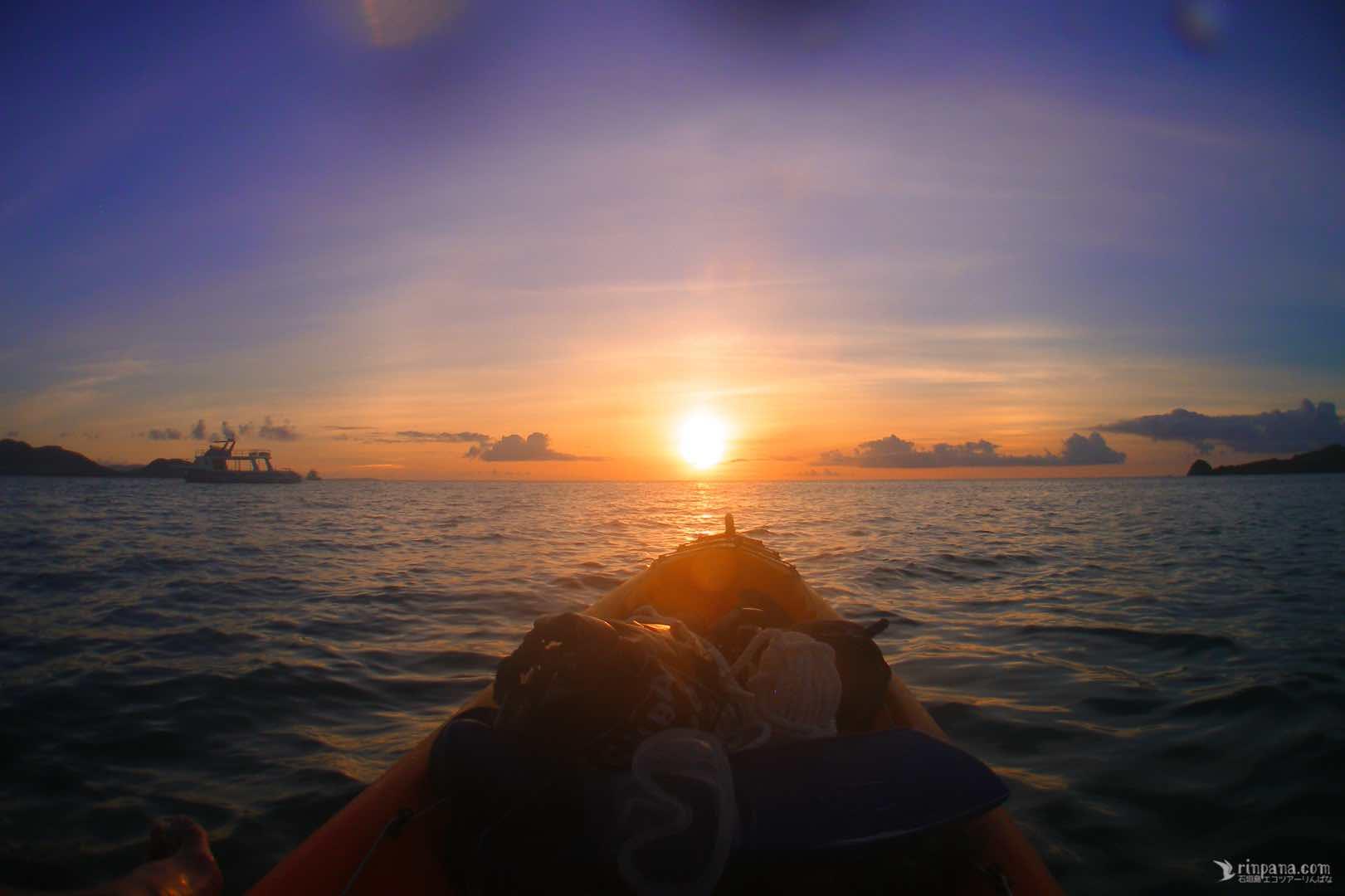 カヌーから眺める夕陽はこんな風に見えます