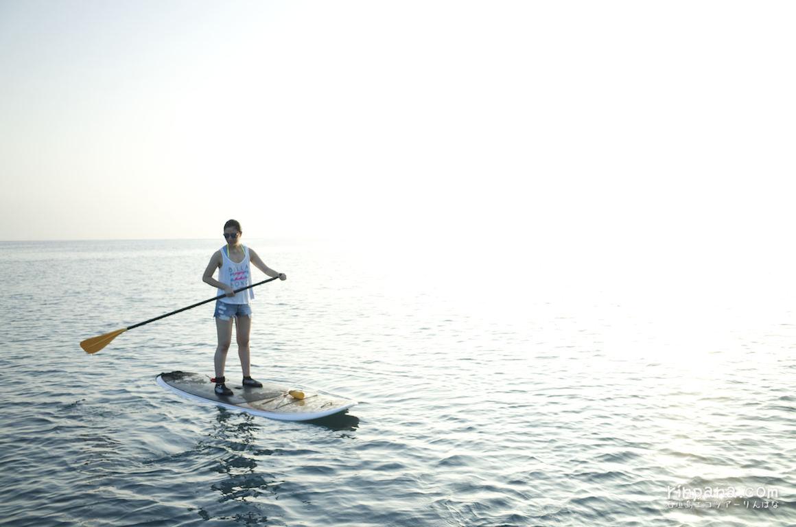 夕陽の中をSUPで漕ぐ