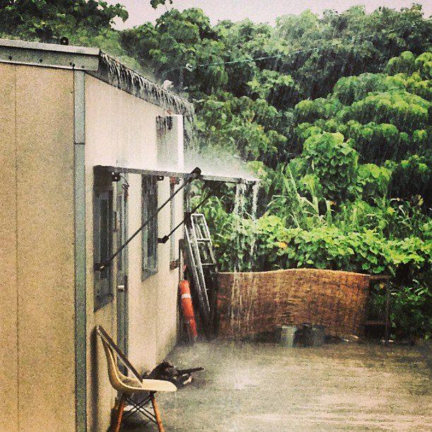 大雨に、雹が降った荒れ模様の石垣島。
