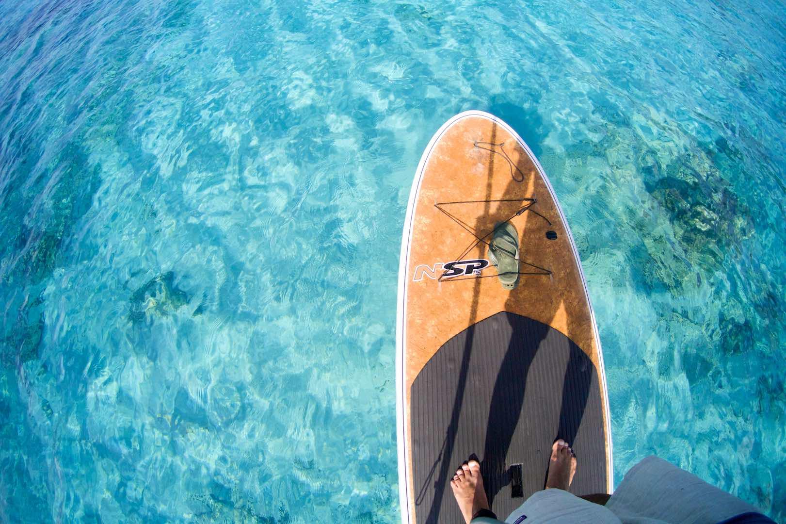 石垣島の碧く棲んだ海をSUPで漕ぐ