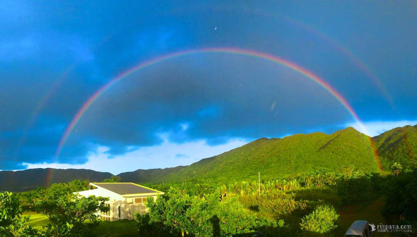 りんぱなのお店の上に虹がかかる