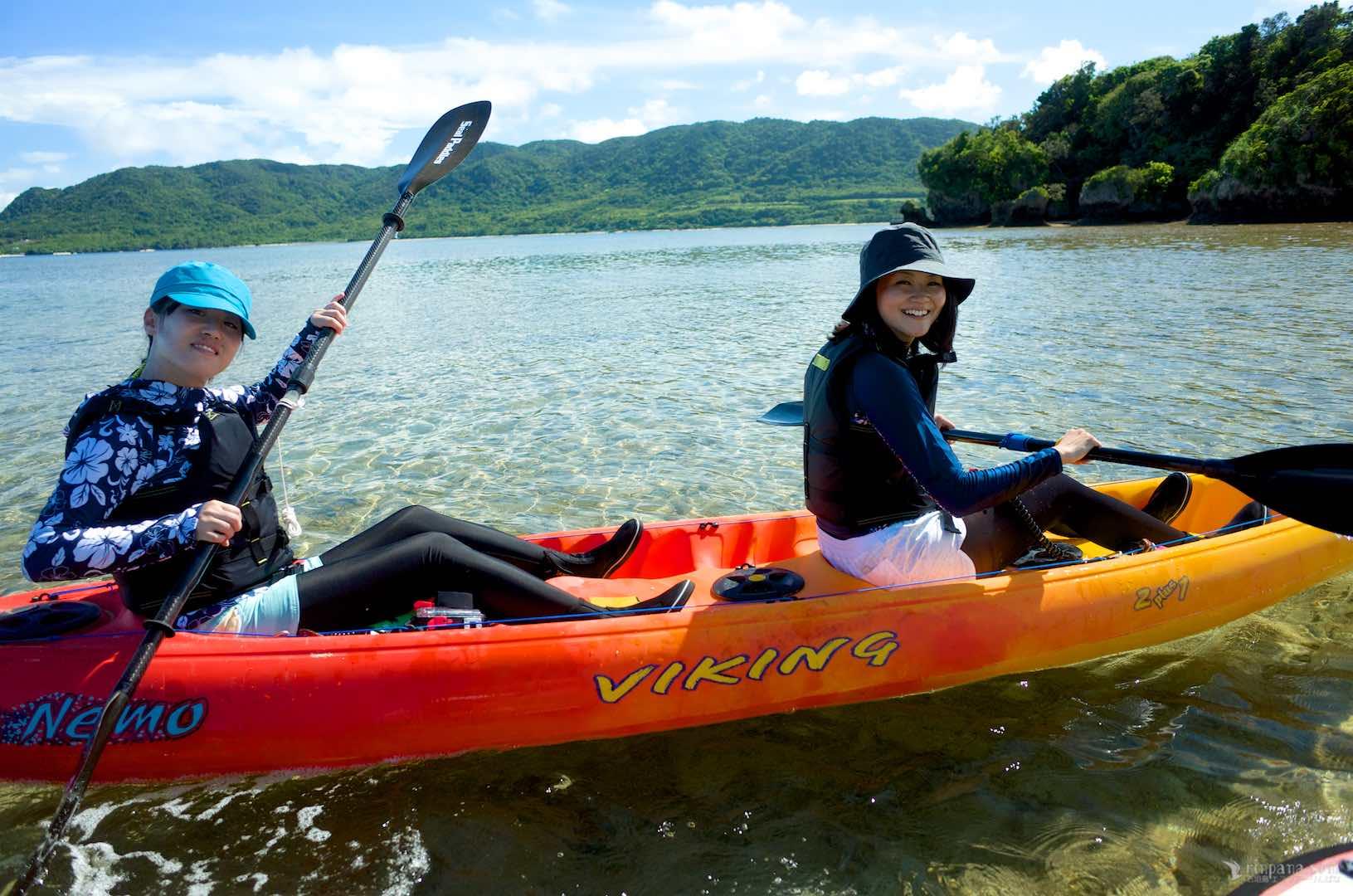 カヌーに体験乗艇する参加者