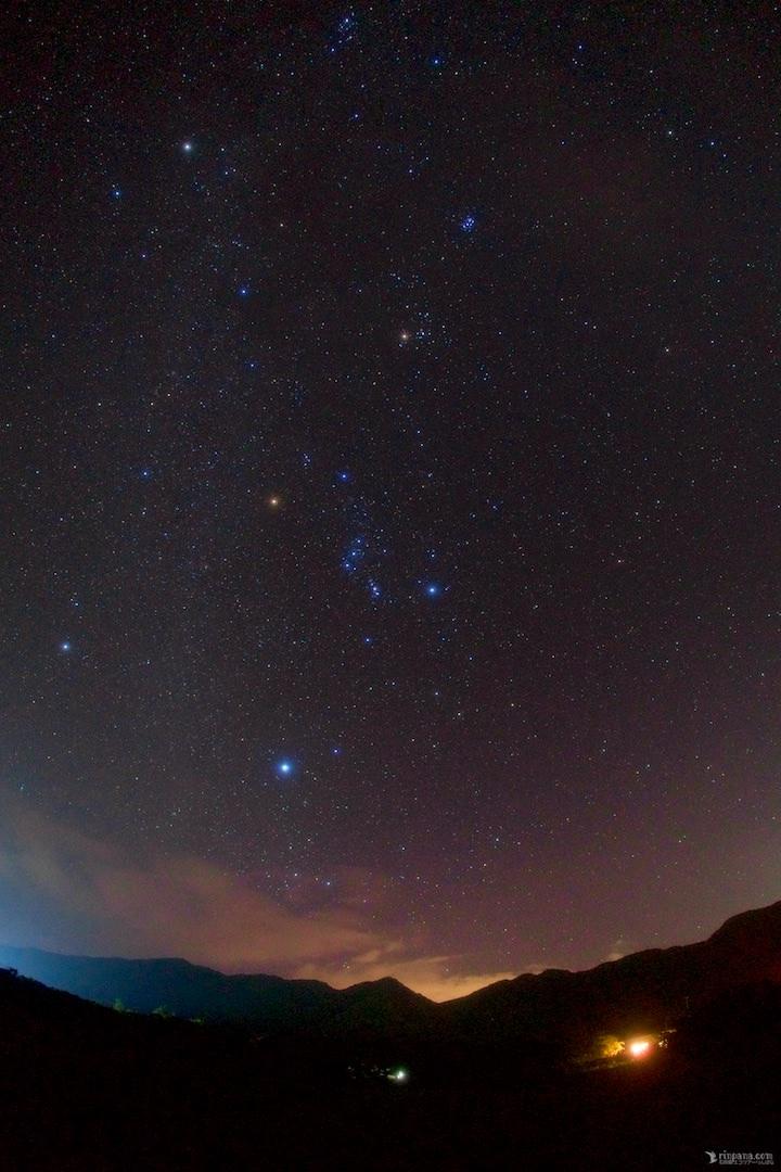 お店から見た冬の星々