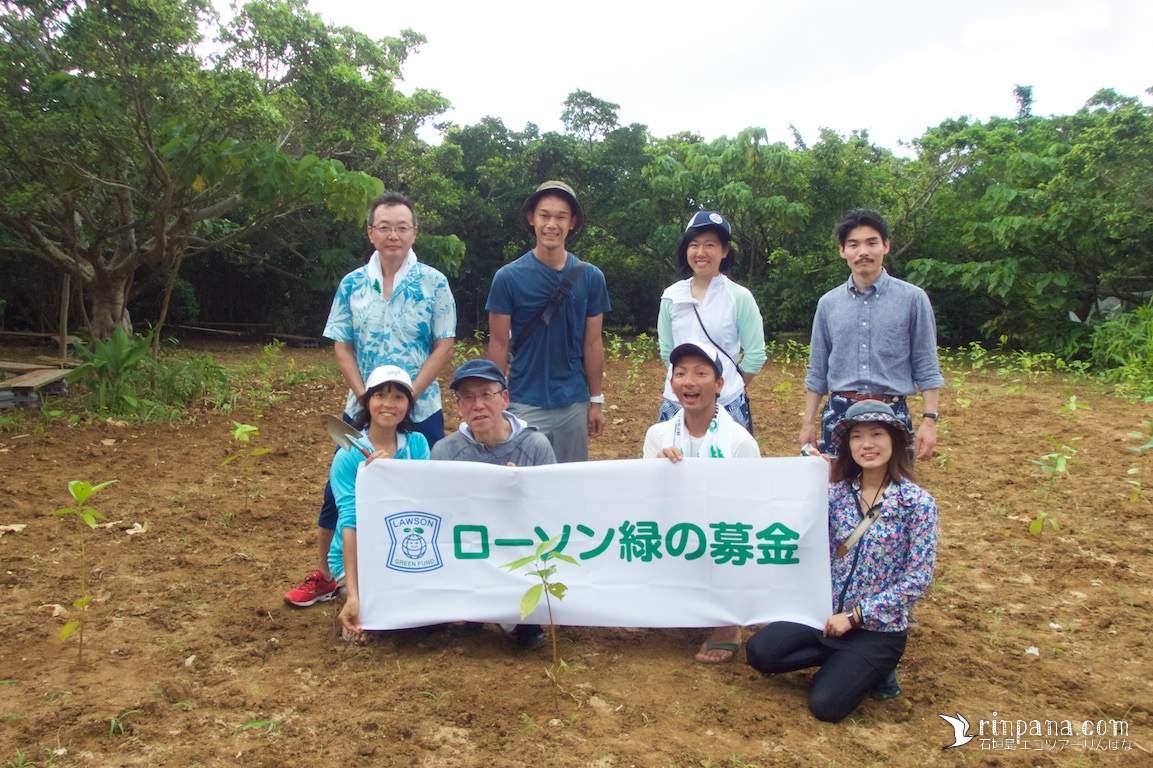 植樹(木を植える)でサンゴ礁を守る・ローソン「植樹プロジェクト」