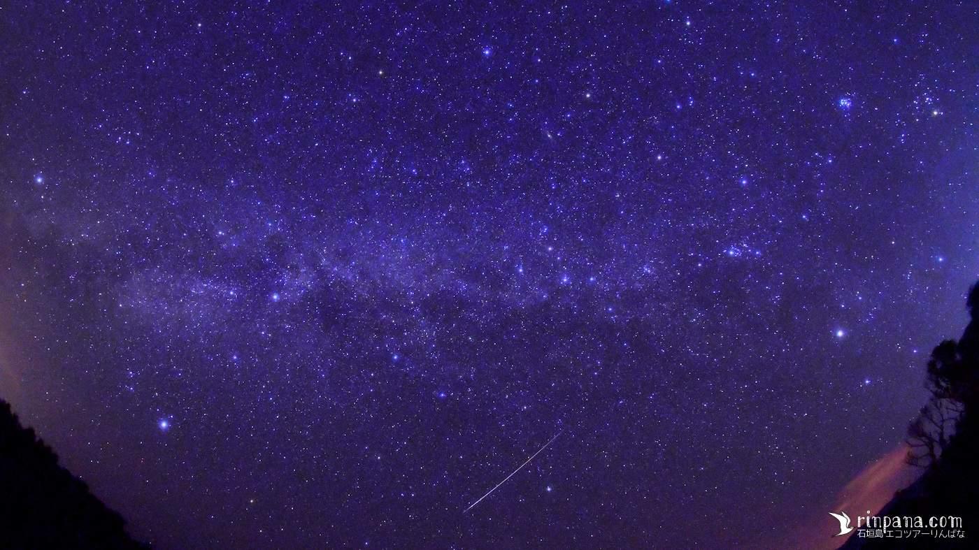 星空ツアー中に天の川の中を流れ星が落ちた
