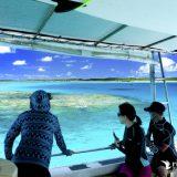 パナリ島の船上から海を見ている写真