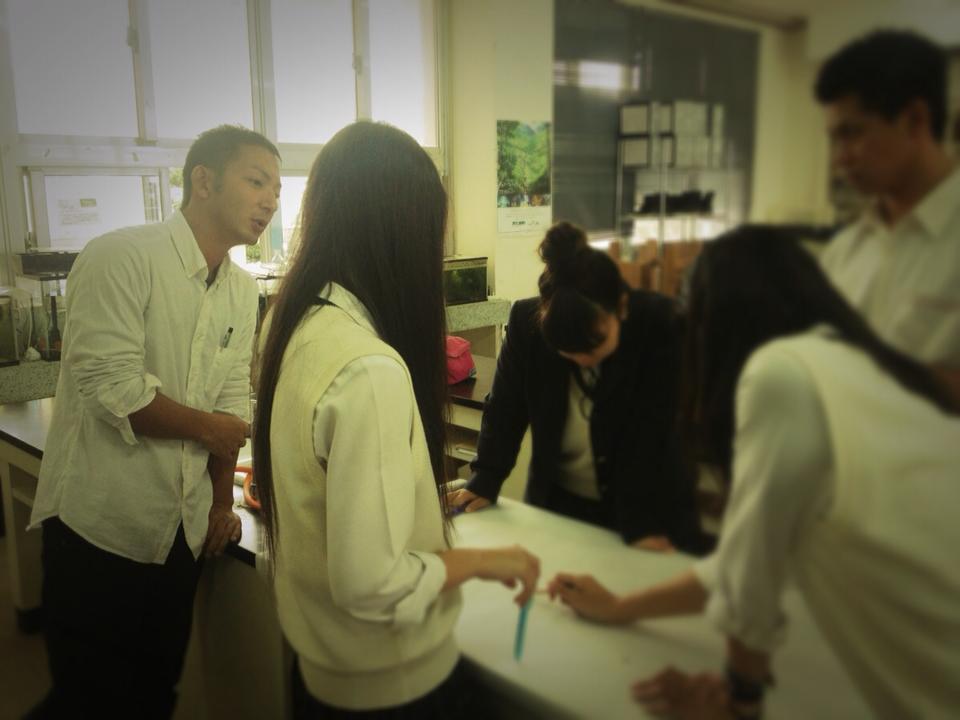八重山商工高校で、ガイドツアーについての授業