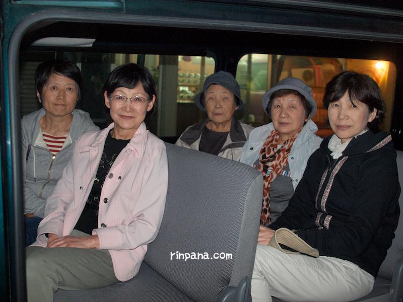 石垣島の数百匹のホタルたちを見に。