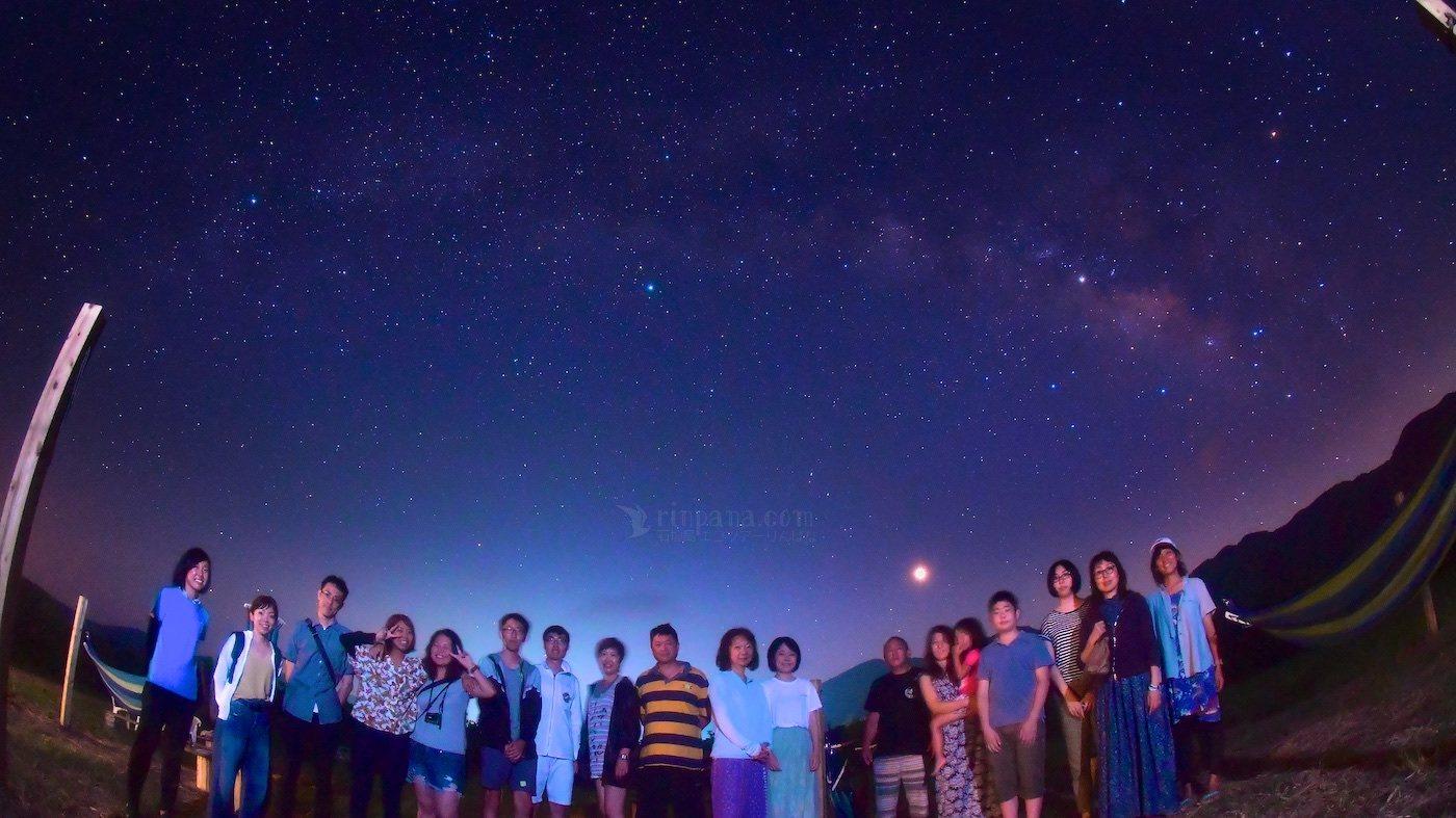 星空と一緒に写真を撮るサービス付ツアー