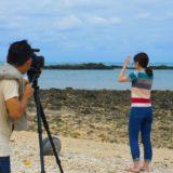 石垣島平野ビーチを撮影するスタッフ